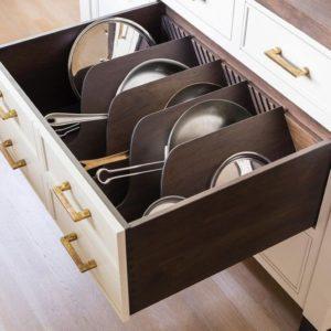 Сковородки в ящике